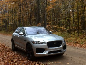 2017-Jaguar-F-Pace--007