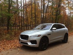 2017-Jaguar-F-Pace--008