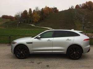 2017-Jaguar-F-Pace--009