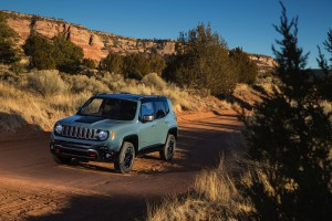 2017-Jeep-Renegade-Trailhawk--005