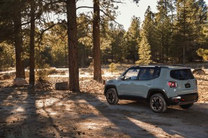 2017-Jeep-Renegade-Trailhawk--006