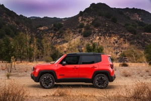 2017-Jeep-Renegade-Trailhawk--012