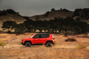 2017-Jeep-Renegade-Trailhawk--013