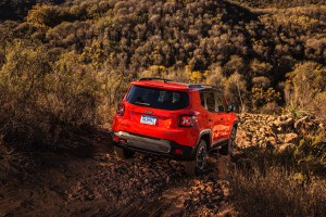 2017-Jeep-Renegade-Trailhawk--023