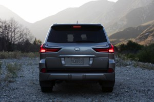 2017-Lexus-LX-570--003
