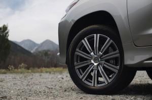 2017-Lexus-LX-570--007