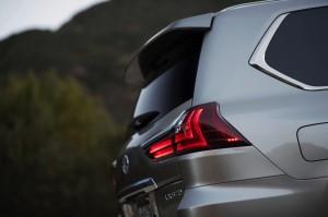 2017-Lexus-LX-570--008