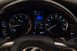2017-Lexus-LX-570--011