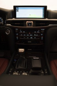 2017-Lexus-LX-570--013