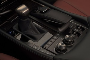 2017-Lexus-LX-570--015