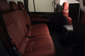 2017-Lexus-LX-570--018