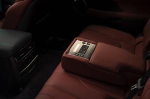 2017-Lexus-LX-570--019