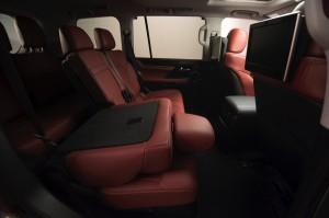 2017-Lexus-LX-570--023