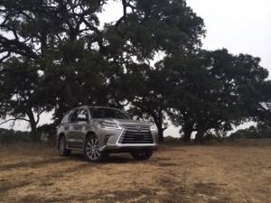 2017-Lexus-LX-570--028