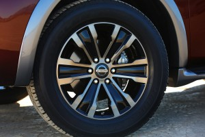 2017-Nissan-Armada--011