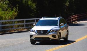 2017-Nissan-Pathfinder--007