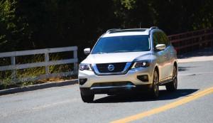 2017-Nissan-Pathfinder--008