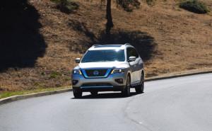 2017-Nissan-Pathfinder--009