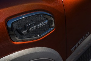 2017-Nissan-Titan-011