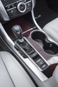 2017 Acura TLX Interior L4 04