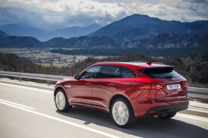 Jag F-PACE Drives ItalianRacingRed 2.0D R Sport 280416 04 LowRes